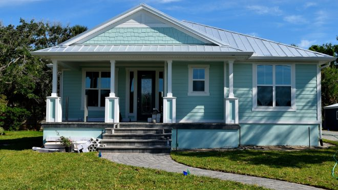 Moving in the summer: pros (+) and cons (-)